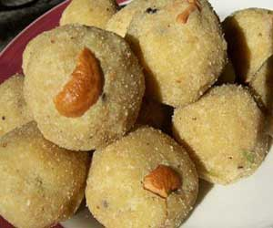 Ground Nut Ravva laddu Recipe